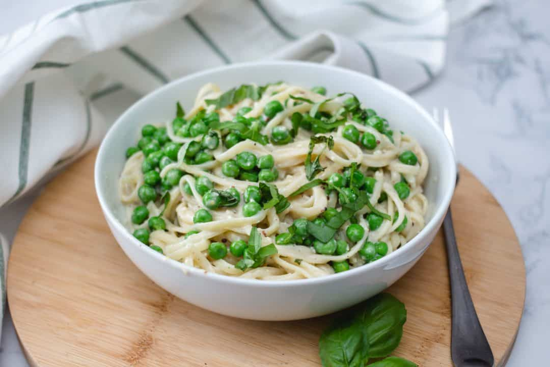 Vegan Fettuccine with Peas and Alfredo Sauce