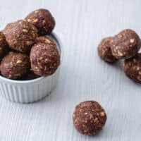 Date and Almond Energy Bites