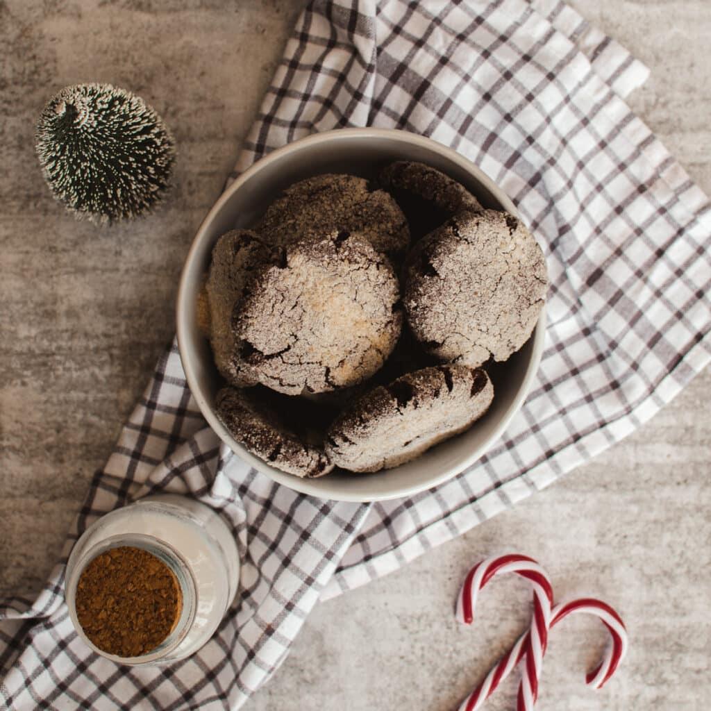 table view of vegan crinkle cookies