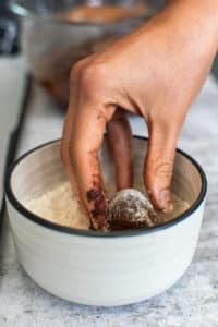vegan chocolate crinkle cookies